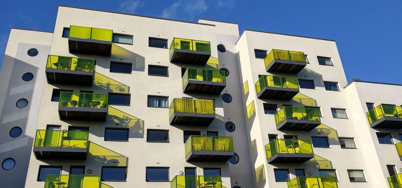 Označení bytové jednotky a souvisejících nemovitostí v kupní smlouvě či ve smlouvě týkající se věcných práv