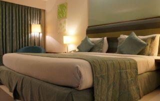 Storno rezervace ubytování v hotelu - vrácení zaplacené zálohy na ubytování (rezervačního poplatku)